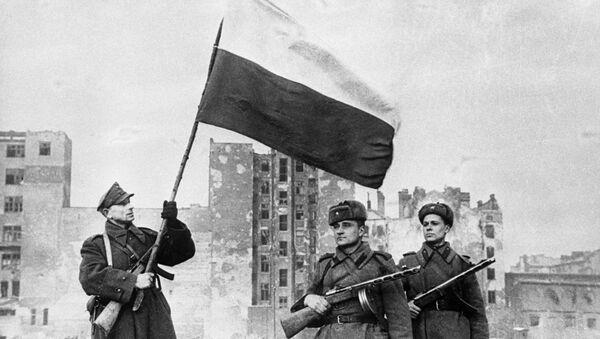 Polska flaga nad wyzwoloną Warszawą, 1945 rok - Sputnik Polska