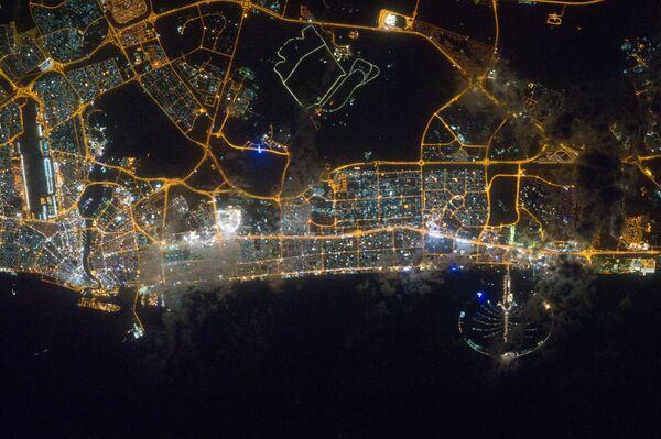 Nocny widok na Dubaj z kosmosu - Sputnik Polska