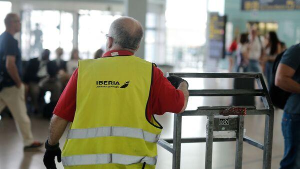 Strajk pracowników obsługi naziemnej na lotnisku w Barcelonie - Sputnik Polska