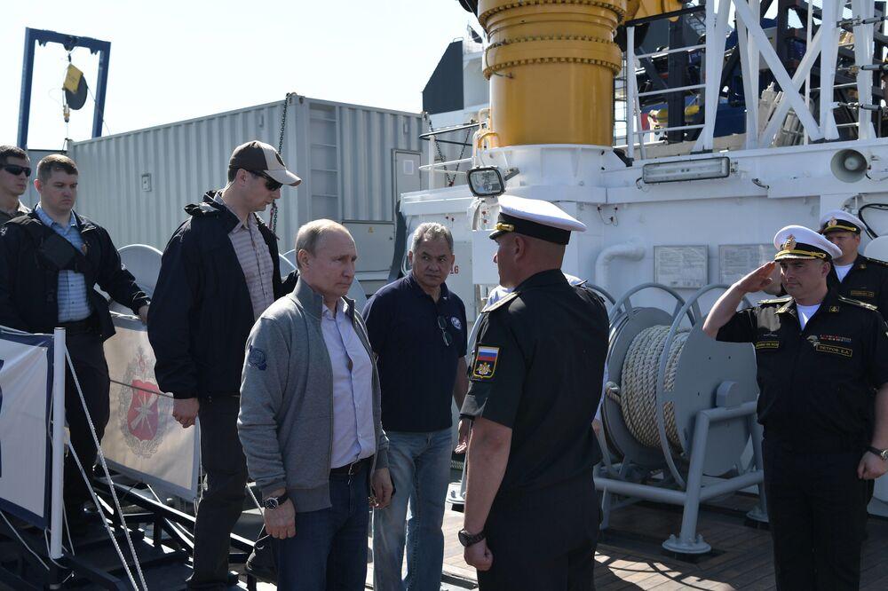 Władimir Putin podczas wizyty na wyspie Gogland