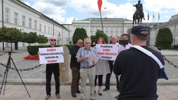 Poseł na Sejm Janusz Sanocki. Protest pod Pałacem Prezydenckim w Warszawie - Sputnik Polska