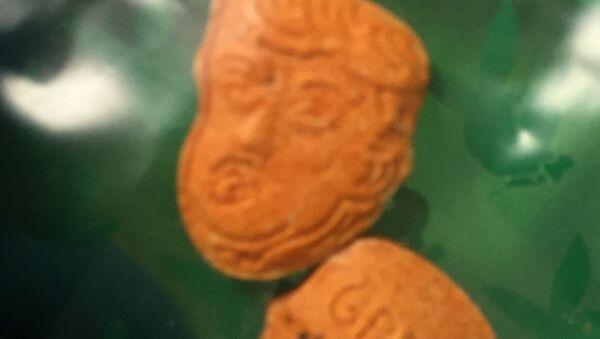 Tabletki ekstazy w kształcie głowy Trumpa - Sputnik Polska