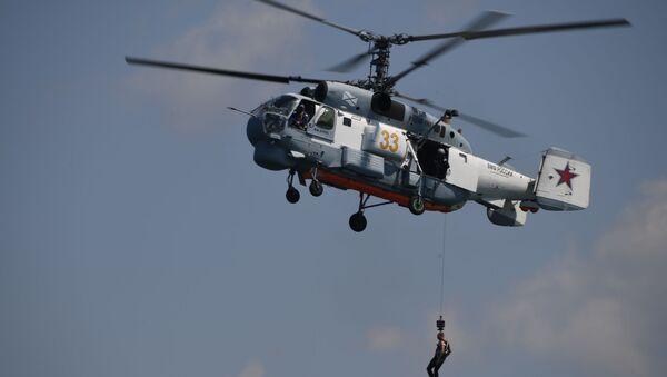 Pokazowy desant z helikoptera okrętowego Ka-27PS podczas obchodów Dnia Marynarki Wojennej w Sewastopolu - Sputnik Polska