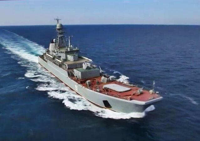 """Rosyjski duży okręt desantowy projektu 775 """"Azow"""" na Morzu Czarnym podczas ćwiczeń krajów NATO Sea Breeze-2019. Zdjęcie archiwalne"""