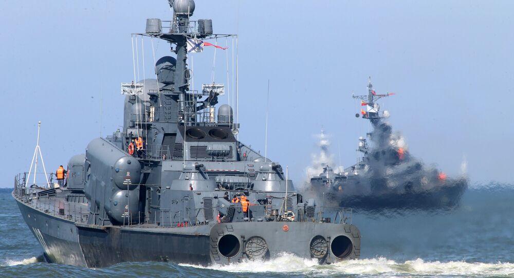 """Duży kuter rakietowy podczas wypłynięcia okrętów Floty Bałtyckiej na morze w ramach rosyjsko-białoruskich ćwiczeń strategicznych """"Zapad 2017"""""""