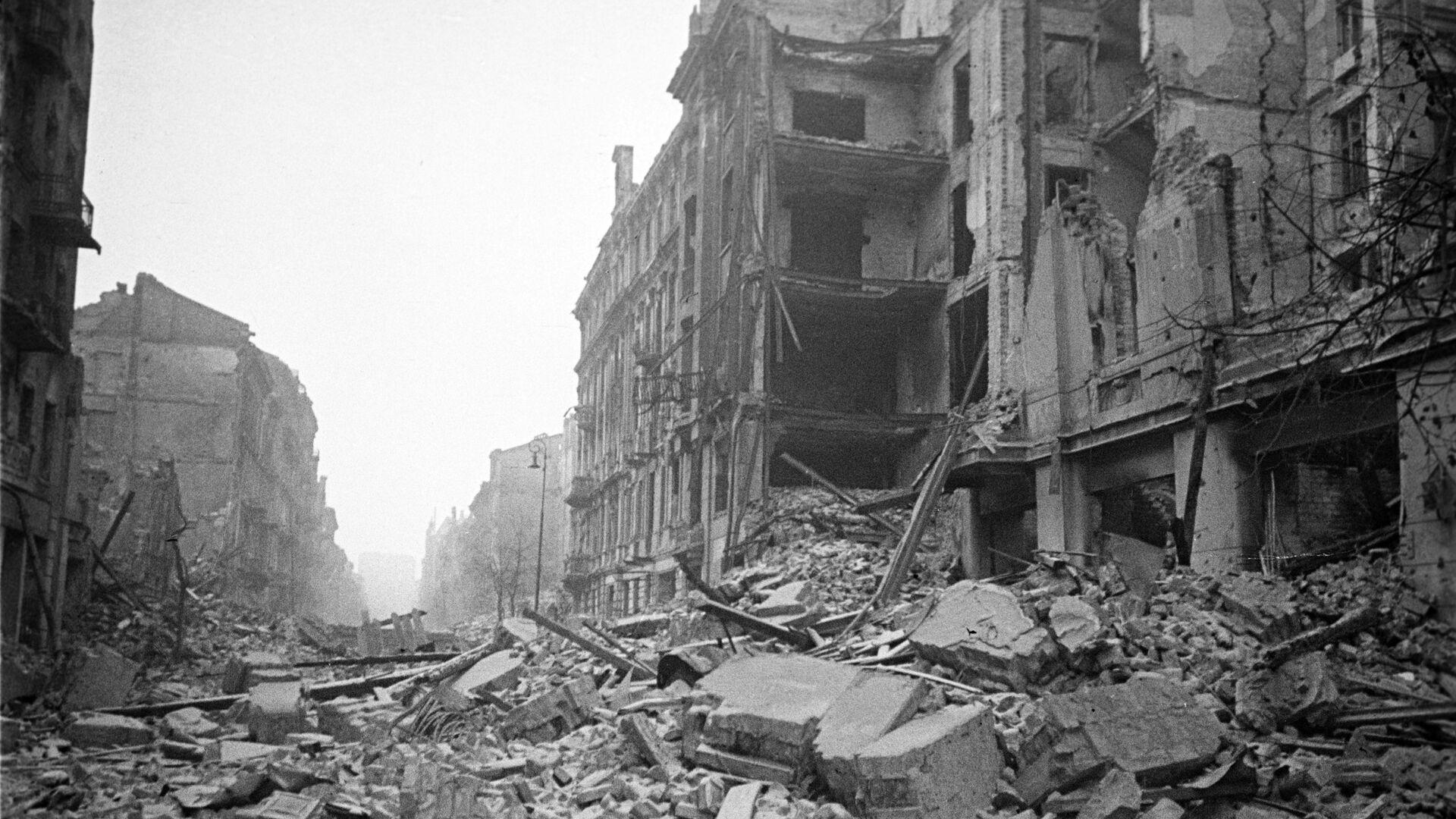 Widok na warszawską ulicę w latach II wojny światowej - Sputnik Polska, 1920, 27.06.2021