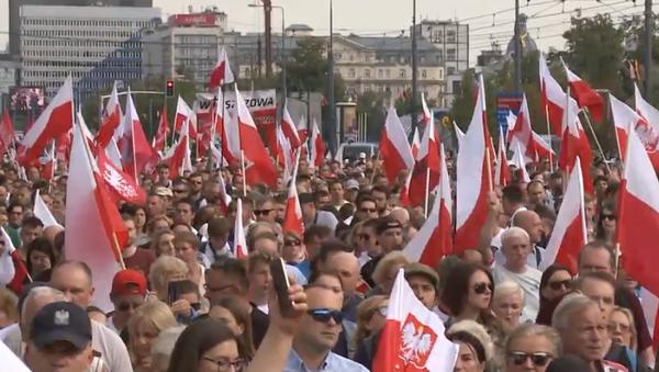 Prawicowi aktywiści maszerują z okazji 75 lat od powstania warszawskiego - Sputnik Polska