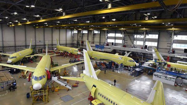 Jak się buduje samoloty Suchoj Superjet 100 w Komsomolsku nad Amurem - Sputnik Polska