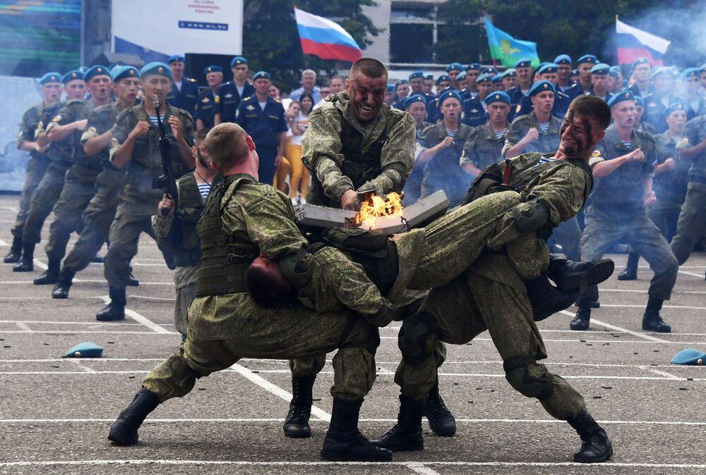 Obchody Święta Wojsk Powietrznodesantowych Rosji w Moskwie