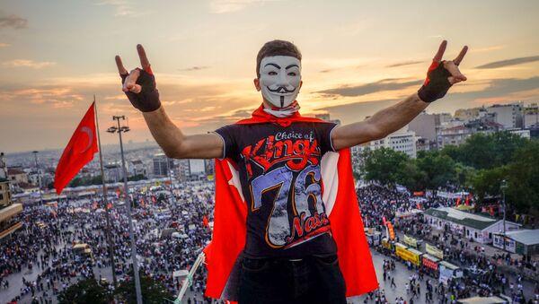 Demonstranci na placu Taksim w Stambule - Sputnik Polska