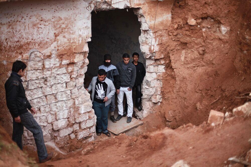 Podziemny bunkier bazy wojskowej zniszczonej przez pożar rakietowy