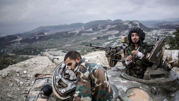 Czołgiści rządowej armii syryjskiej w pobliżu granicy z Turcją - Sputnik Polska