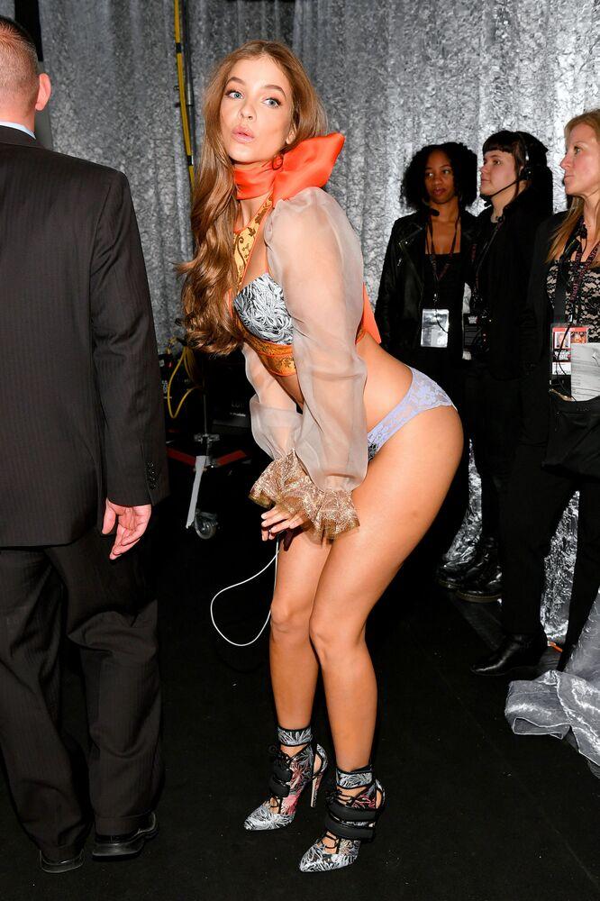 Modelka Barbara Palvin za kulisami pokazu Victoria's Secret w Nowym Jorku