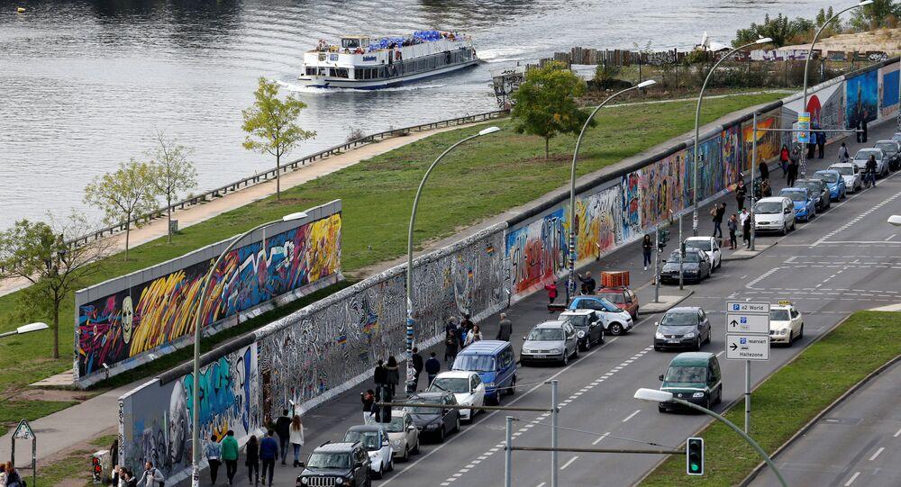Widok na niezniszczoną części muru berlińskiego