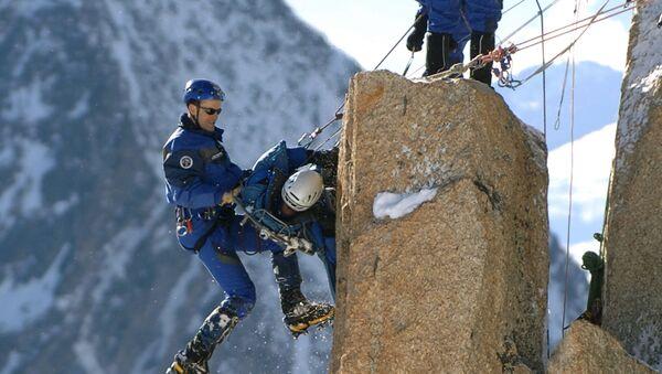 Szkolenia ratowników górskich we francuskich Alpach  - Sputnik Polska
