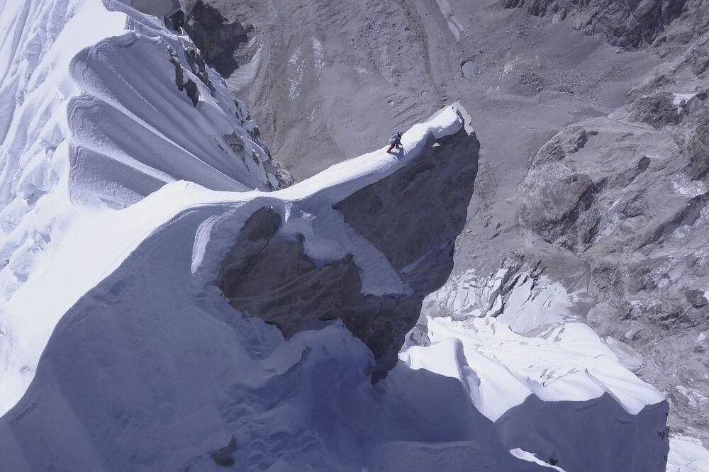 Australijski alpinista na jednej z najwyższych gór Nepalu - Lunag Ri