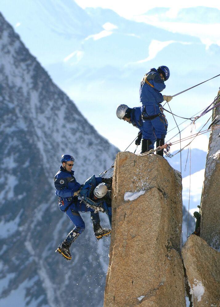 Szkolenia ratowników górskich we francuskich Alpach