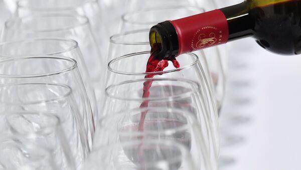 Kieliszek czerwonego wina - Sputnik Polska