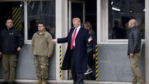 Donald Trump odwiedza żołnierzy w bazie lotniczej Ramstein w Niemczech - Sputnik Polska
