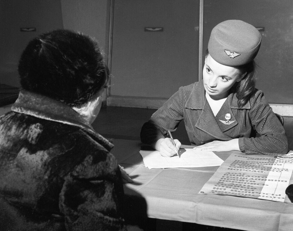 Pracowniczka portu lotniczego Szeremietiewo, 1970 rok