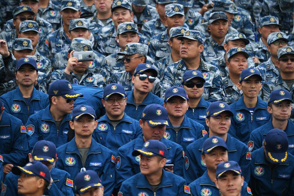 """Żołnierze chińskiej armii na ogólnorosyjskim etapie zawodów """"Aviadarts 2019"""" na poligonie lotniczym pod Riazaniem"""