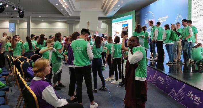 Zielone ludziki w kuluarach Forum Eurazja Global