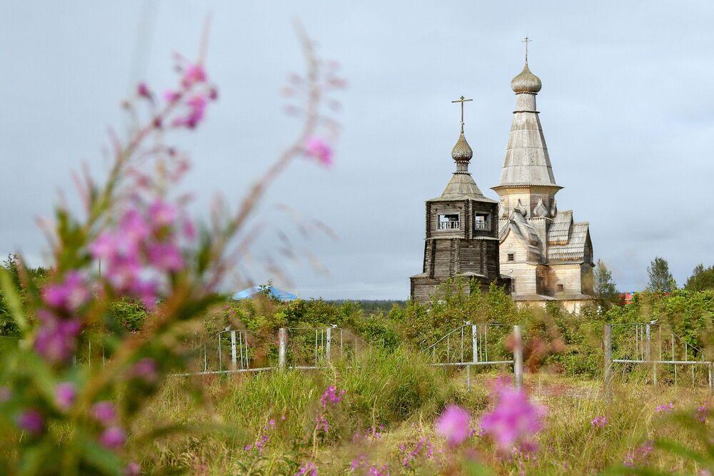 Cerkiew Zaśnięcia Matki Bożej w wiosce Warzuga