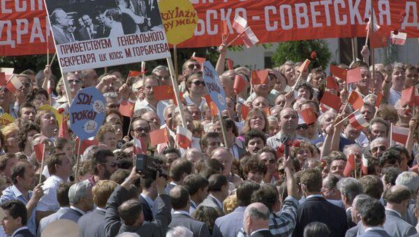 Warszawiacy witają Sekretarza generalnego Michaiła Gorbaczowa podczas oficjalnej wizyty do PRL - Sputnik Polska