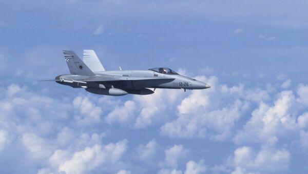 Natowski F-18 zbliżył się do samolotu Szojgu nad Bałtykiem - Sputnik Polska
