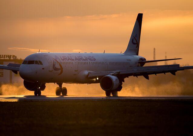 """Samolot A321 """"Uralskich Linii Lotniczych"""""""