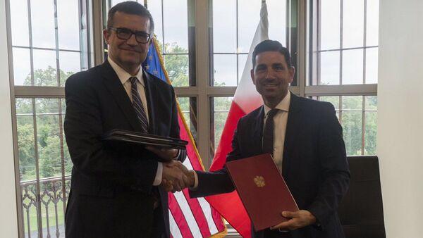 Ambasador w USA Piotr Wilczek oraz podsekretarz w resorcie bezpieczeństwa narodowego Chad F. Wolf  - Sputnik Polska