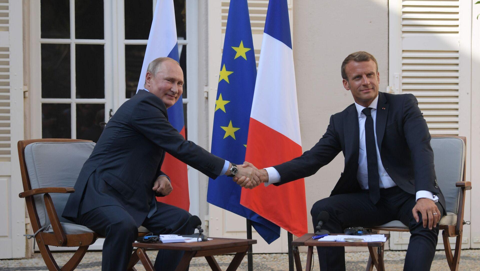 Władimir Putin i Emmanuel Macron podczas spotkania we Francji  - Sputnik Polska, 1920, 26.04.2021
