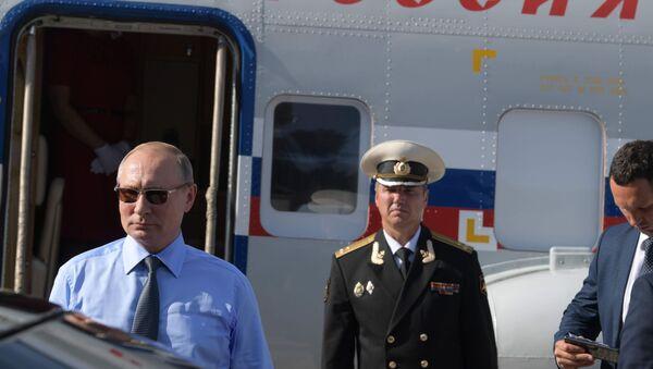 Władimir Putin przed spotkaniem z Emmanuelem Macronem  - Sputnik Polska