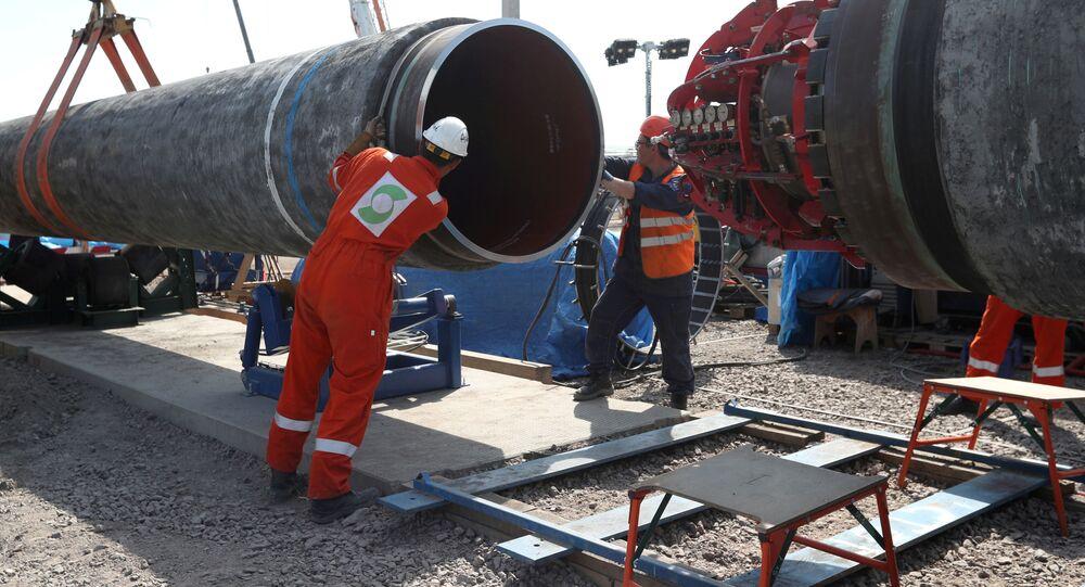 Pracownicy na budowie gazociągu Nord Stream 2 w Kingisepp w Rosji