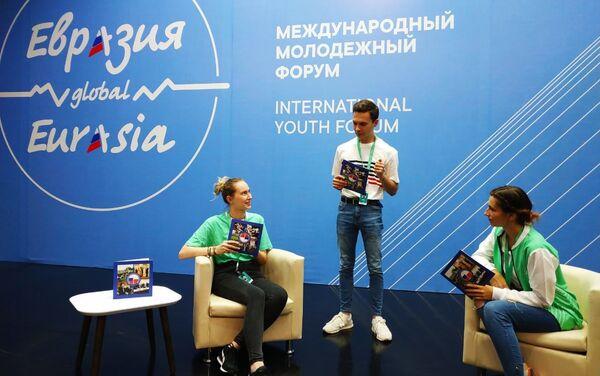 Polacy w kuluarach Forum Eurazja Global - Sputnik Polska