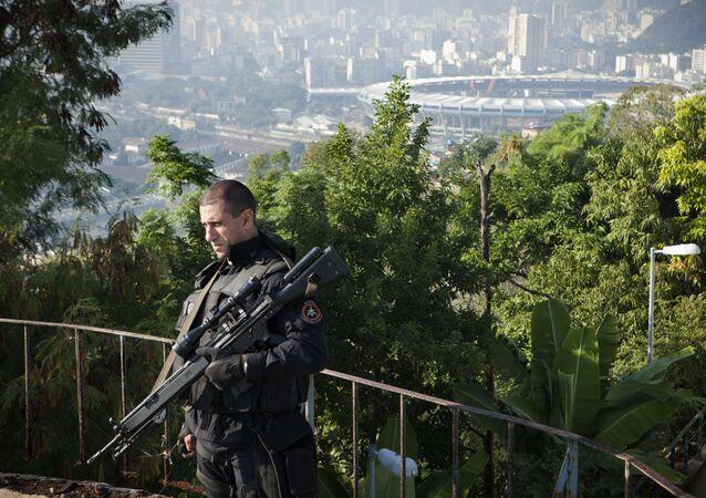 Policja w Rio de Janeiro.