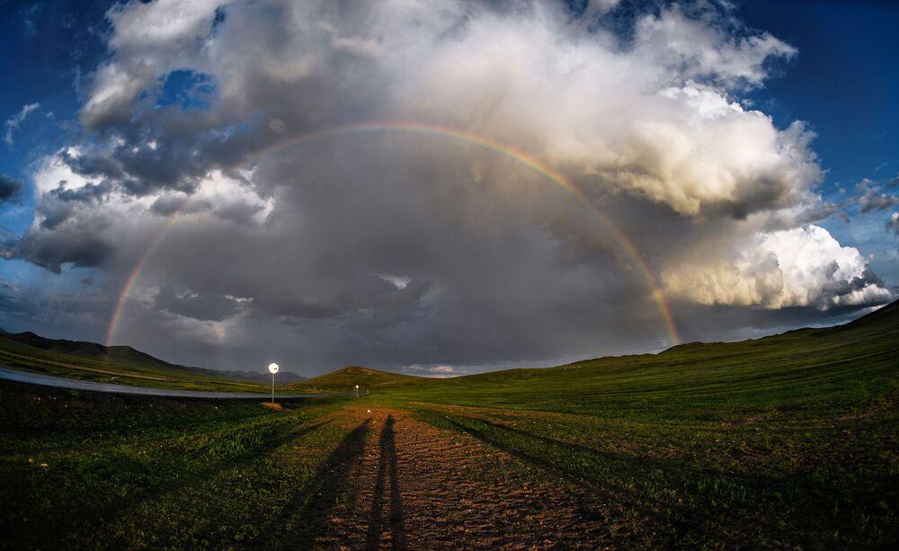 Tęcza nad jedną z osad mongolskich
