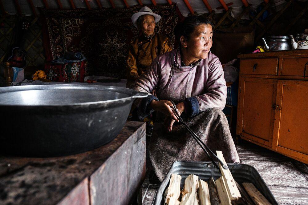 Mongolska rodzina w jurcie