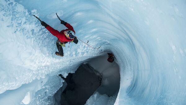 Will Gadd bada lodowiec na Grenlandii - Sputnik Polska