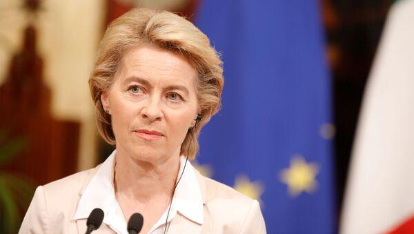 Przewodnicząca Komisji Europejskiej Ursula von der Lajen - Sputnik Polska