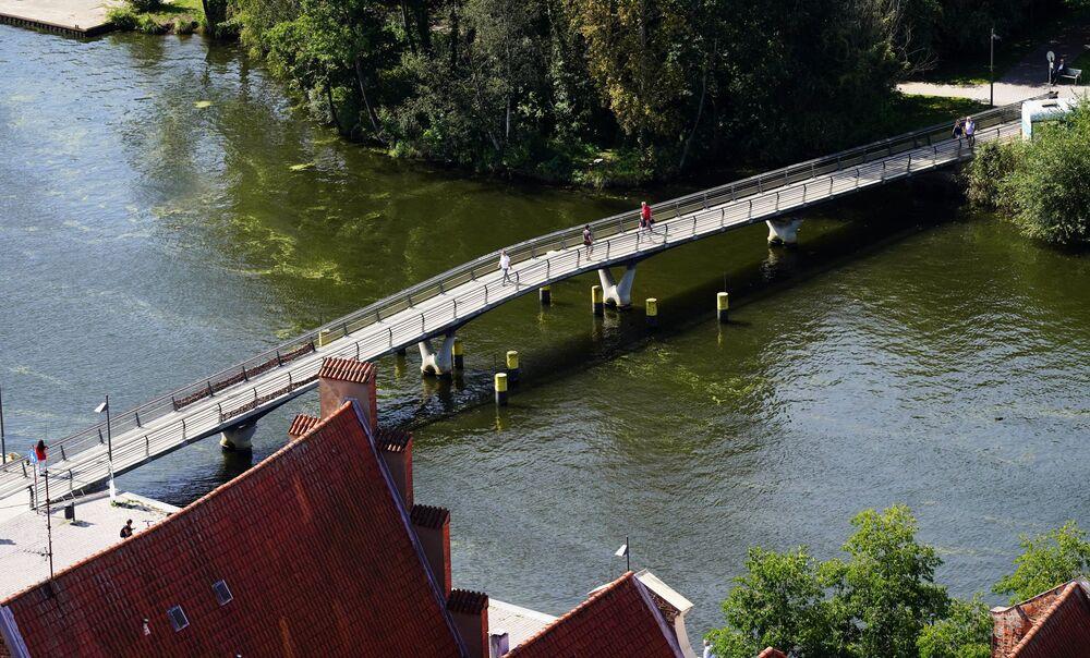 Most nad rzeką Trave w Lubece w Niemczech.