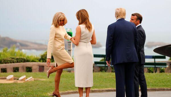 Prezydent USA Donald Trump z małżonką Melanią podczas spotkania z prezydentem Francji Emmanuelem Macronem i jego żoną Brigitte w trakcie szczytu g7 - Sputnik Polska