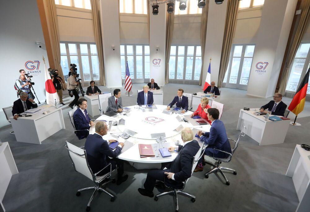 Przywódcy krajów uczestniczących na szczycie G7 w Biarritz