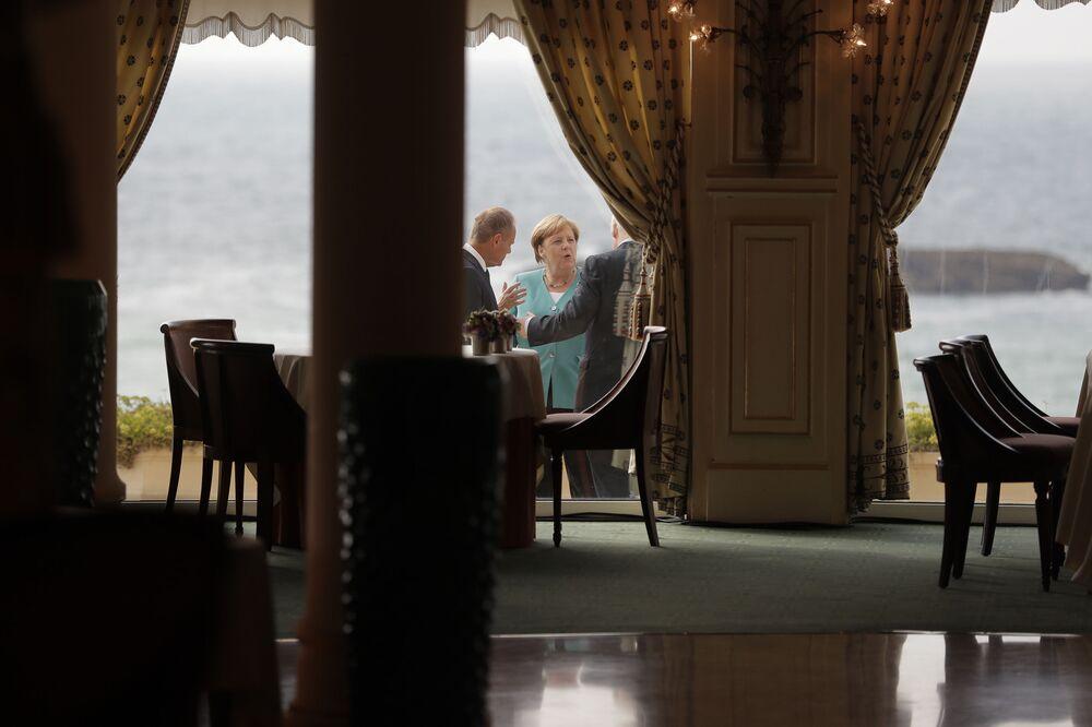 Angela Merkel i Donald Tusk na szczycie G7