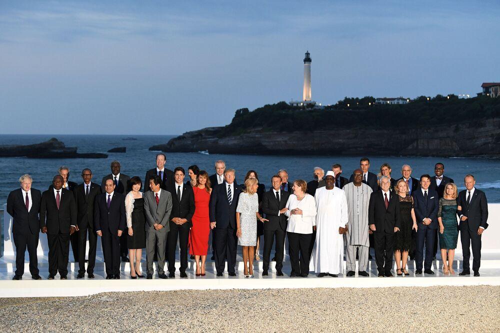 Fotografia grupowa liderów szczytu G7 we Francji