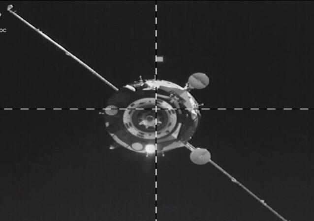 """Dokowanie statku kosmicznego """"Sojuz MS-14"""" do rosyjskiego segmentu Międzynarodowej Stacji Kosmicznej"""