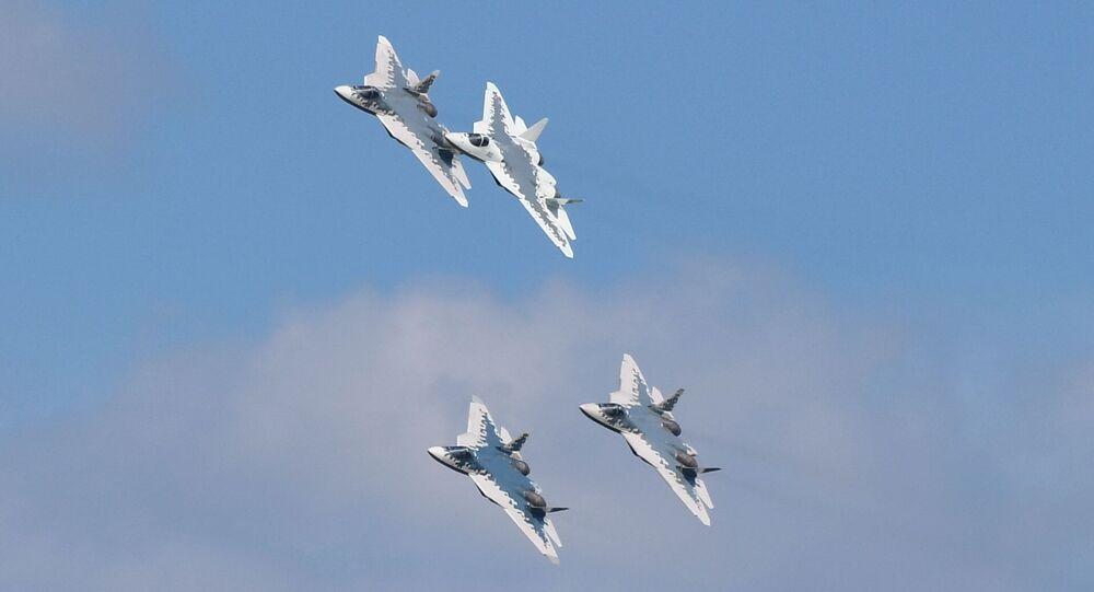 Su-57 podczas próby generalnej przed otwarciem salonu lotniczego MAKS 2019