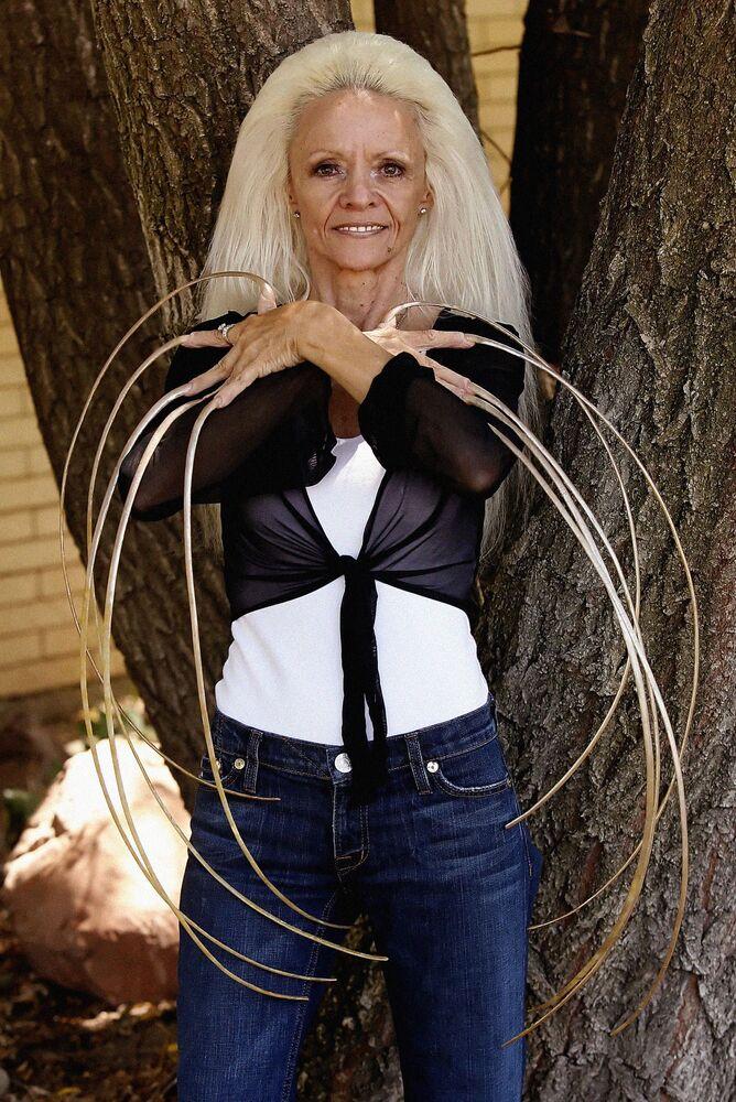 Lee Redmond - kobieta o najdłuższych paznokciach na świecie, 2009 rok