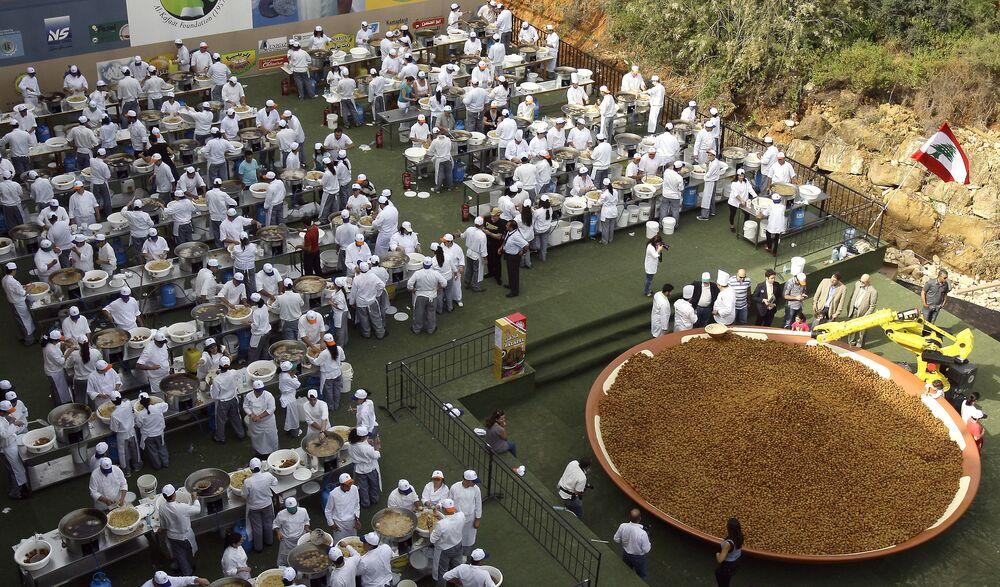 W 2010 roku 300 kucharzy z Libanu przygotowało 10 ton pasty z cieciorki i pięć ton falafela