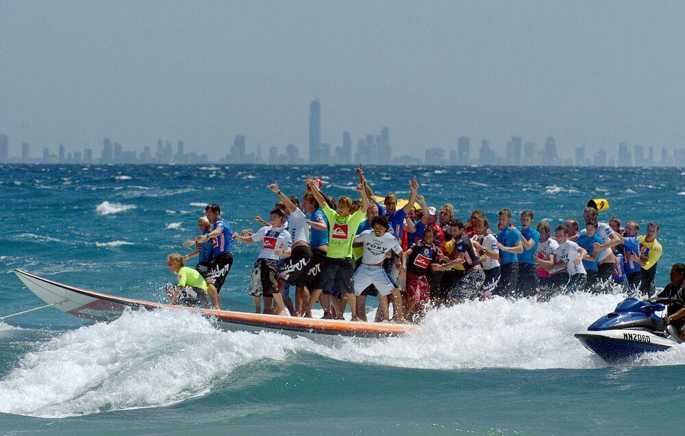 Najdłuższa na świecie deska surfingowa, Australia, 2005 rok